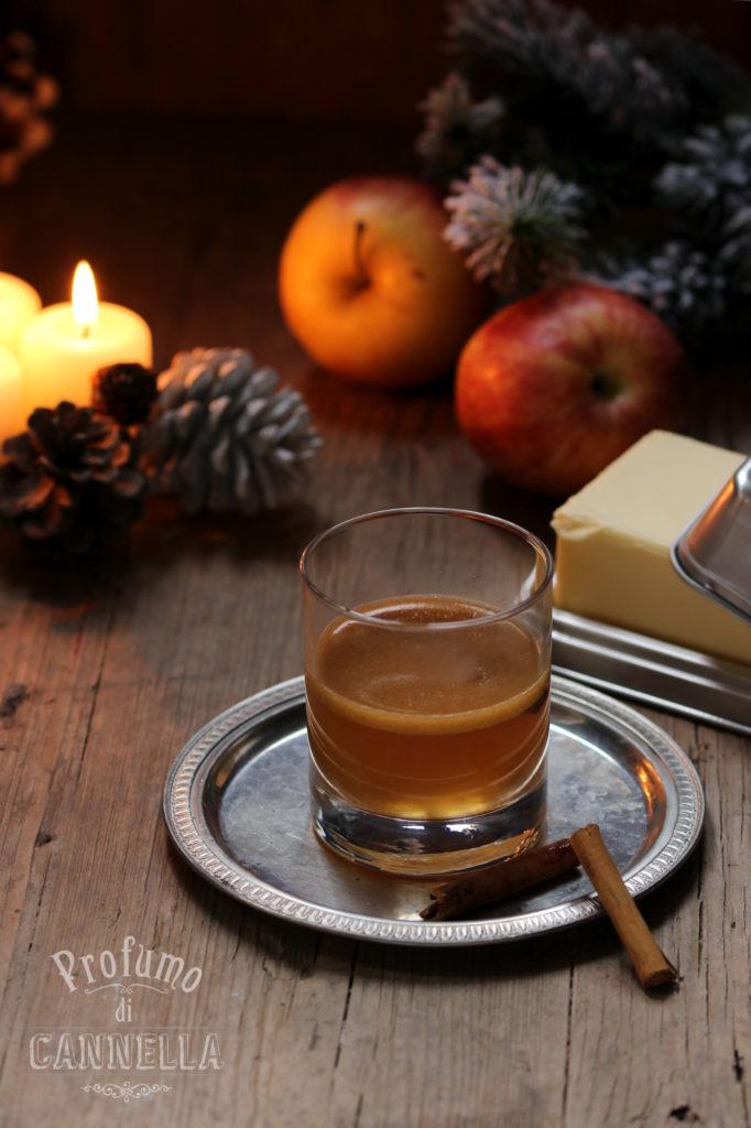 Bevanda calda a base di rum e spezie