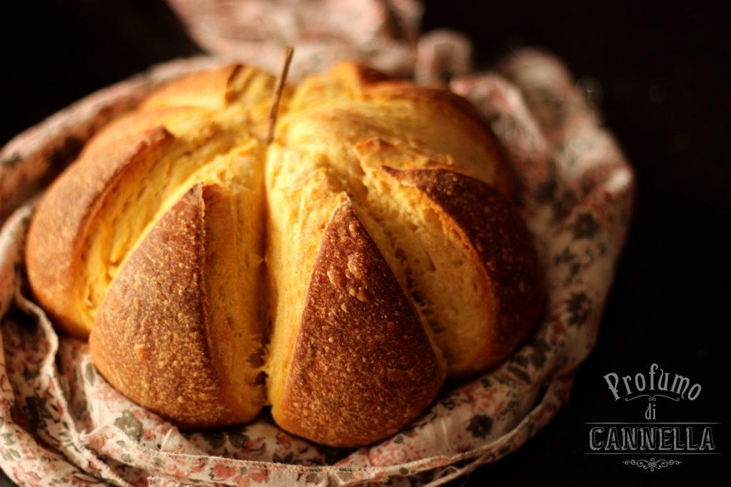 Ricetta del pane alla zucca a forma di zucca