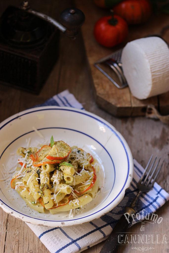 Pasta al pesto di pistacchi e melanzane rosse