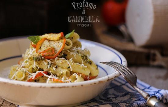 Maccheroni al pesto di pistacchi – con melanzane rosse fritte e cacioricotta