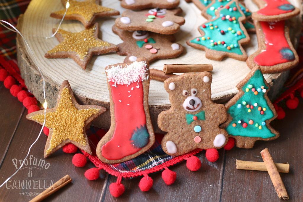 Biscotti decorati con glassa di zucchero senza albume