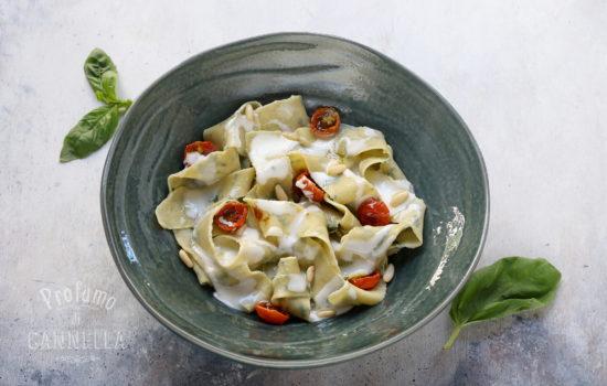 Pappardelle al basilico – con squacquerone e pomodorini confit