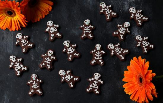 Biscotti scheletro – con frolla al cacao