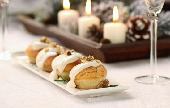 Muffin salati al cotechino – con salsa al parmigiano e noci