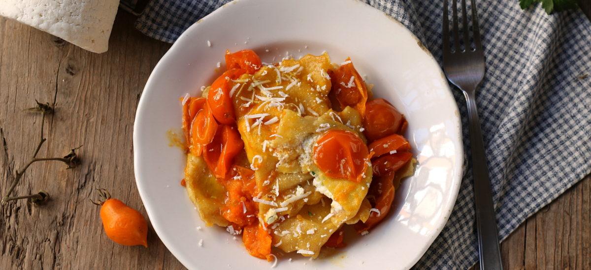 Ravioli di ricotta – con pomodorini del piennolo del Vesuvio