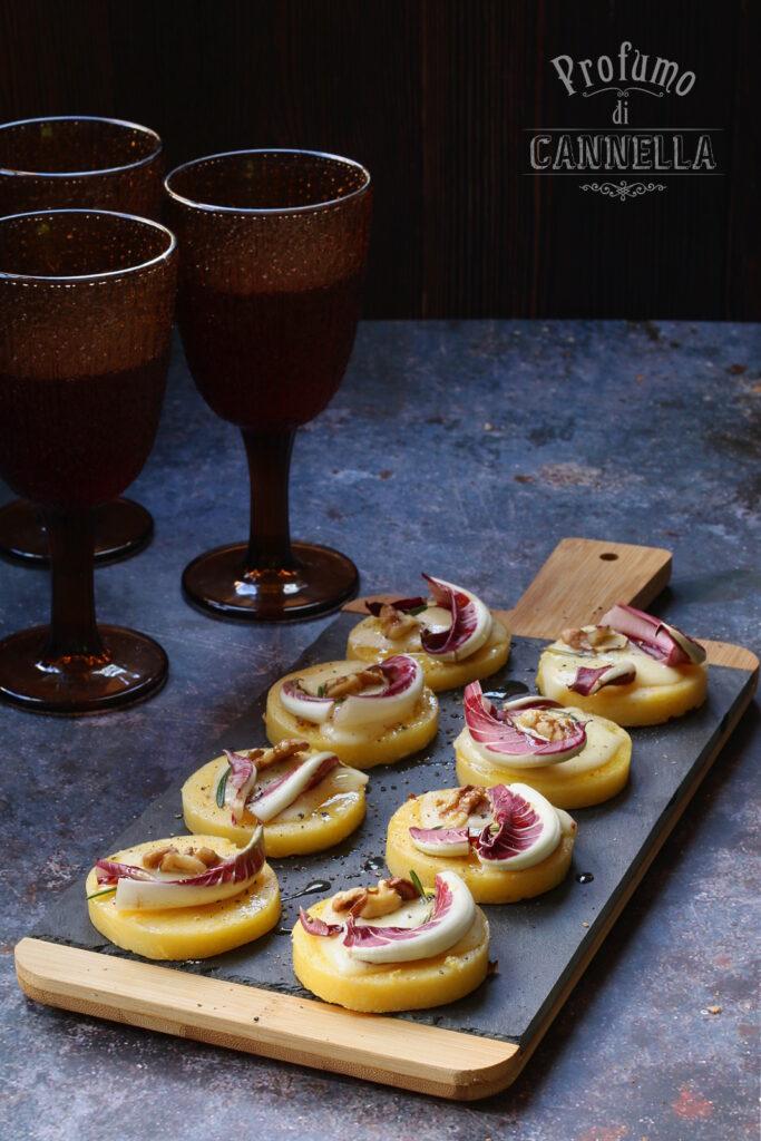 Crostini di polenta con radicchio e noci