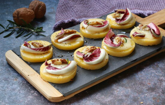 Crostini di polenta – con radicchio di Treviso e noci