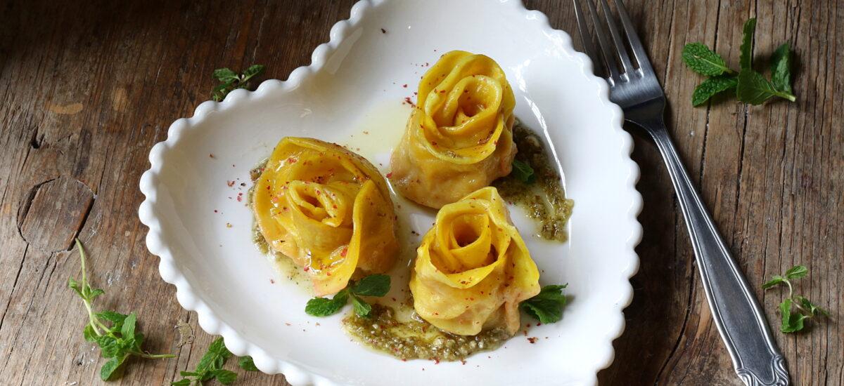 Rose di ravioli – con patate dolci e pesto alla menta